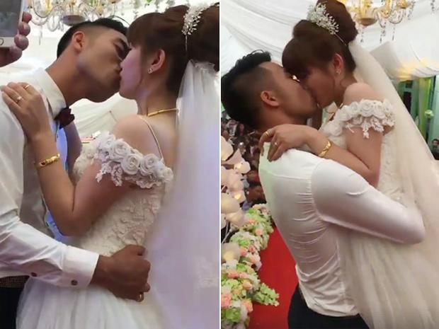 Chú rể trao cô dâu nụ hôn gần 3 phút trước sự chứng kiến của mọi người. Ảnh cắt từ clip.