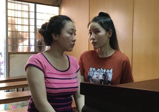 Bị cáo Tiền, Hiền (từ trái qua) tại phiên xử ngày 26/4. Ảnh: Zing.