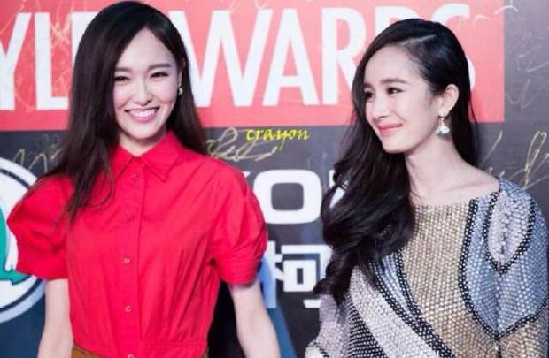 Đường Yên La Tấn một năm im hơi lặng tiếng nhưng khi xuất hiện cùng nhau thì ngọt ngào đến mức ai cũng ngưỡng mộ!