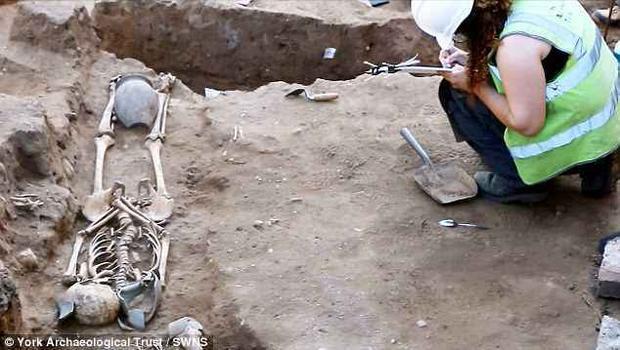 Một số bộ xương được nhận định được chôn từ năm 50 Trước Công nguyên. Ảnh: SWNS