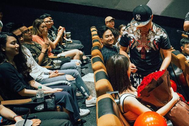 9 ngày trước đám cưới, bạn trai thiếu gia cầu hôn Diệp Lâm Anh trong rạp chiếu phim
