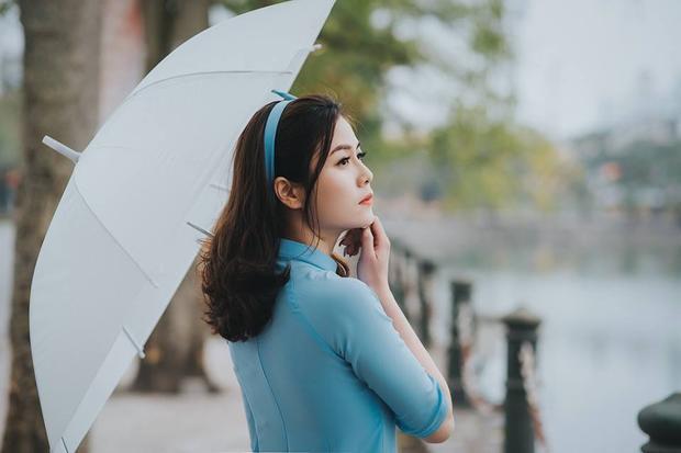 9x cho biết cô tự tin nhất về chiều cao, chiếc mũi cao và khả năng giao tiếp duyên dáng.