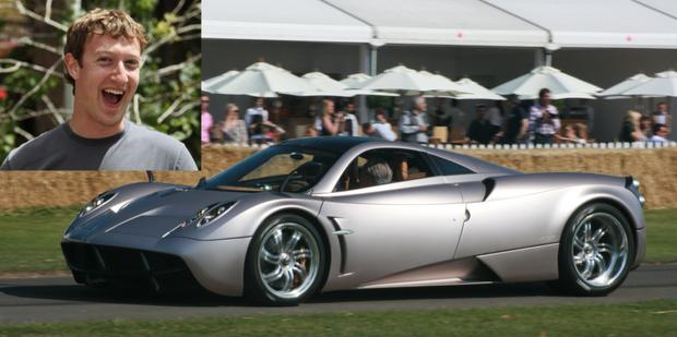 Thế nhưng, Mark cũng được cho là từng mua một chiếc siêu xe Ý Pagani Huayra giá 1,3 triệu USD.