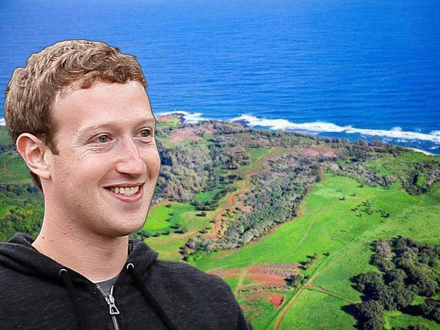 Mark cũng không ngại chi tiền đầu tư cho sự riêng tư của anh: Tháng 10 năm 2014, anh dành 100 triệu USD mua một khu đất biệt lập diện tích 2,8 km vuông tại một hòn đảo thuộc quần đảo Hawaii. Mark đã chọc giận những cư dân sở hữu một số mảnh đất nhỏ trên hòn đảo này. Tuy nhiên sau đó anh đã tránh được một vụ kiện pháp lý.
