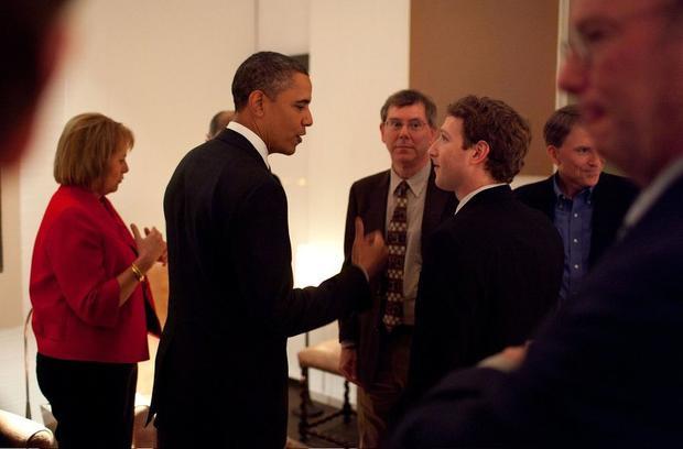 Ngoài những người nổi tiếng trong giới công nghệ, Zuckerberg cũng thường xuyên gặp những nhân vật quan trọng khác.