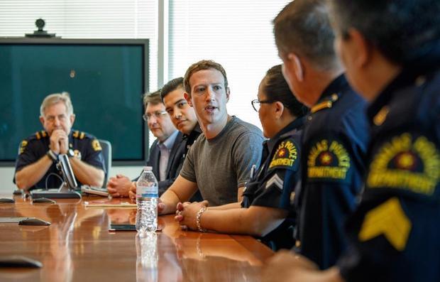 Năm 2017, Zuckerberg tuyên bố rằng mục tiêu cá nhân của anh trong năm là tới thăm tất cả các bang của nước Mỹ. Nhiều người cho rằng mục tiêu này thể hiện kế hoạch chạy đua cho vị trí Tổng thống Mỹ của ông chủ Facebook nhưng anh đã phủ nhận điều đó.