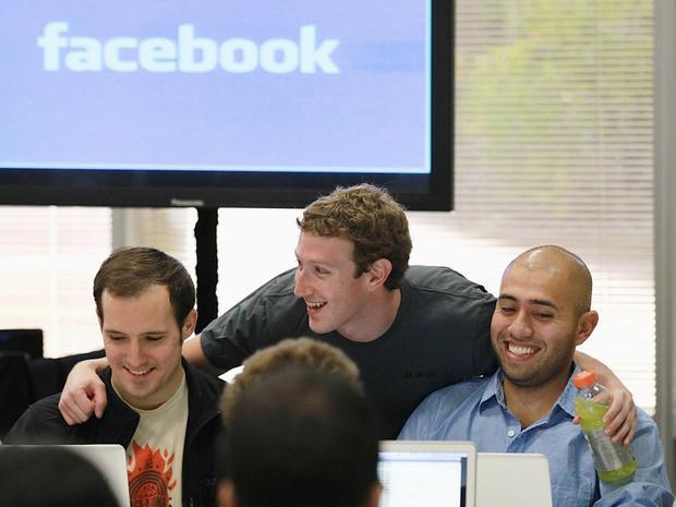Zuckerberg được cho là đã thuê một đội nhóm các chuyên gia để hướng dẫn cách trả lời câu hỏi giữa các nhà làm luật và làm sau để xuất hiện thật chỉn chu.