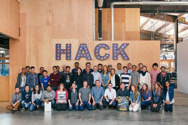Chỉ có thời gian mới có thể trả lời được đường hướng mà Mark Zuckerberg đang muốn chèo lái công ty của mình. Thế nhưng dù những thăng trầm, anh có vẻ là một người kiên định với sứ mệnh và văn hóa công ty. Văn phòng Facebook thường dùng những bức tường thủy tinh để tăng sự minh bạch. Mark Zuckerberg cũng thường tổ chức những buổi hỏi đáp với hàng nghìn nhân viên.