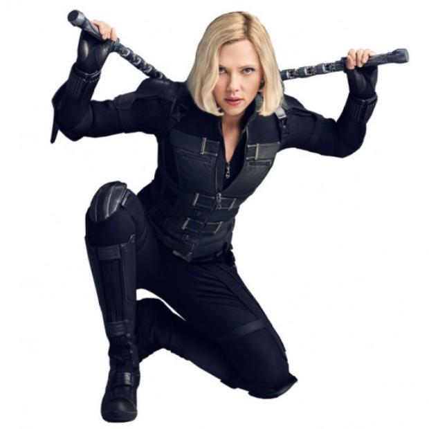 Tạo hình mới của Scarlett Johansson không khỏi khiến người xem chú ý.