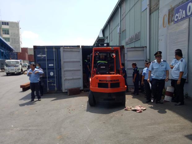Thùng container chứa hàng tấn vảy tê tê bị phát hiện.