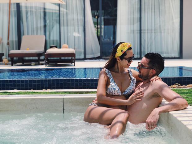 Hai vợ chồng siêu mẫu Hà Anh không ngại ngần thể hiện tình cảm bên nhau. Dường như hạnh phúc chính là điều nàng siêu mẫu đình đám nhất Showbiz Việt giàu có nhất.