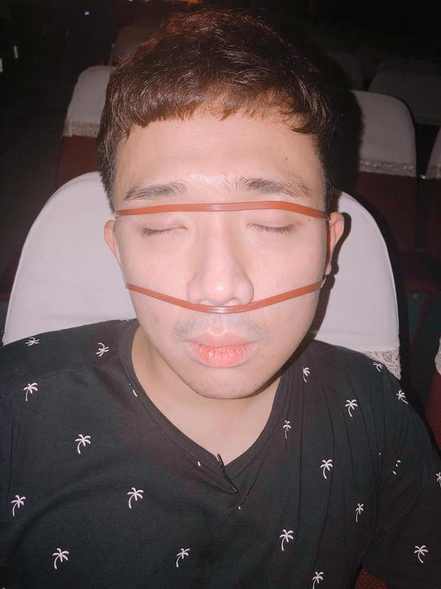 """Series ảnh """"đừng ngủ khi vợ còn thức"""" của Hari Won khiến fan không thể nhịn cười."""