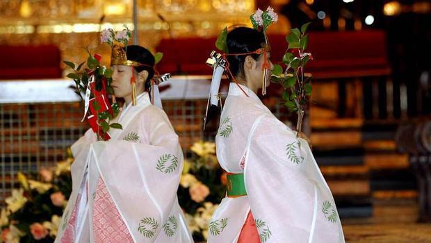 Điệu múa truyền thống miko-mai.