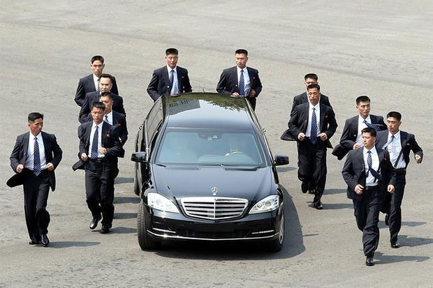 Mercedes-Benz S600 Pullman Guard là một phiên bản mở rộng của chiếc sedan Maybach S600 Guard với giá 513.000 USD.