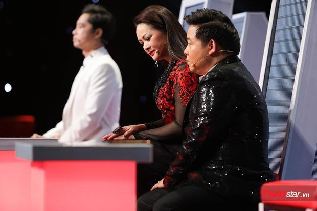 Chẳng nói lời nào, đàn chị Như Quỳnh vẫn khiến Quang Lê xả vai vì xấu hổ