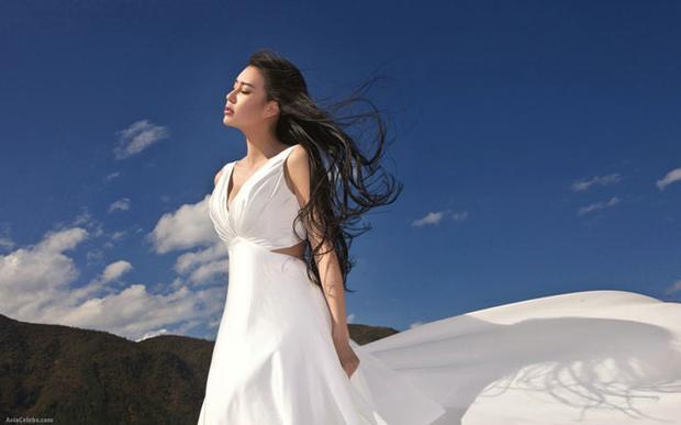 Nhan sắc tựa thiên thần của nữ giáo viên yoga từng đóng phim cùng Thành Long