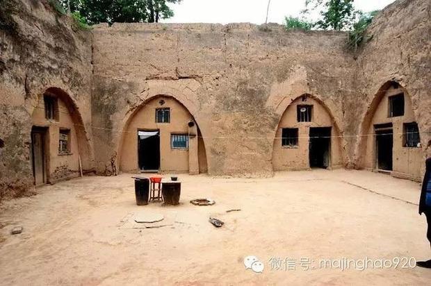 Khoảng sân chung nối liền các căn nhà với nhau. Ảnh Weibo