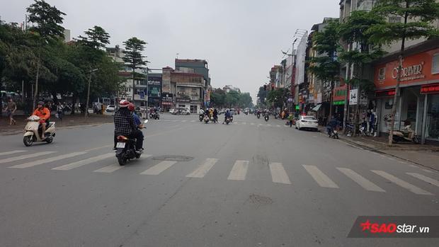 Ngay cả phố Lê Duẩn nơi có Ga Hà Nội cũng thoáng đãng, yên bình.
