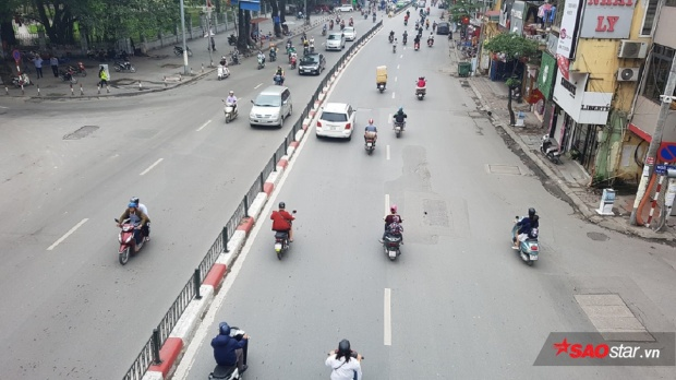 """Góc phố vắng tanh khiến những người """"tha hương cầu thực"""" ở Hà Nội và sinh viên xa nhà nhớ quê da diết."""