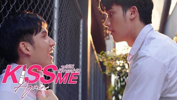 Cặp đôi 'Kiss Me Again' mới tập 1 đã có 'first kiss', hậu trường còn hôn 'mãnh liệt' đến mức… rách cả quần