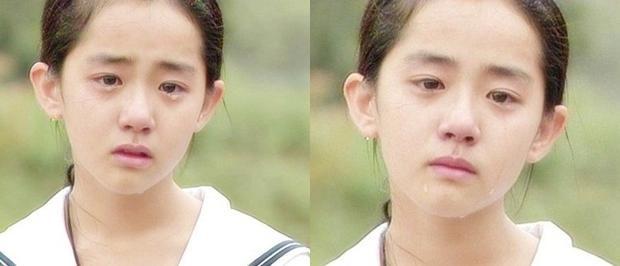 """Năm 2000,Moon Geun Youngtham gia vai diễn Eun Seo lúc nhỏ trong bộ phim truyền hình ăn khách """"Trái tim mùa thu"""". Không chỉ thu hút với tài năng diễn xuất đa cảm, cô còn được yêu thích bởi gương mặt vô cùng xinh xắn."""