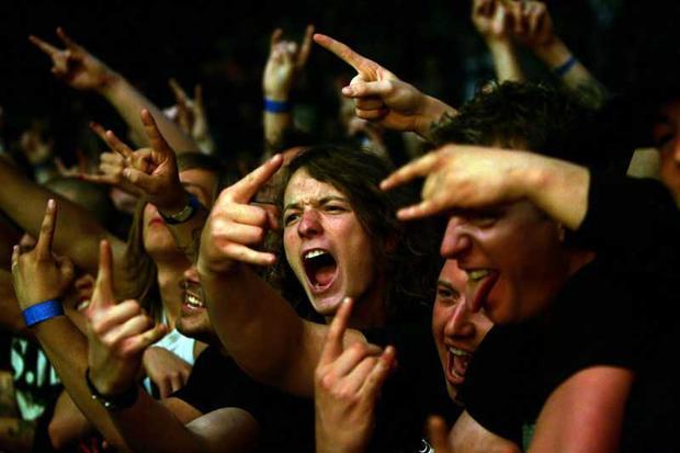 Đa số khán giả tại một rock concert sẽ đều ở trong trạng thái thần kinh bị kích thích tột độ đôi khi gây nên ảo giác, không khác gì việc sử dụng thuốc.