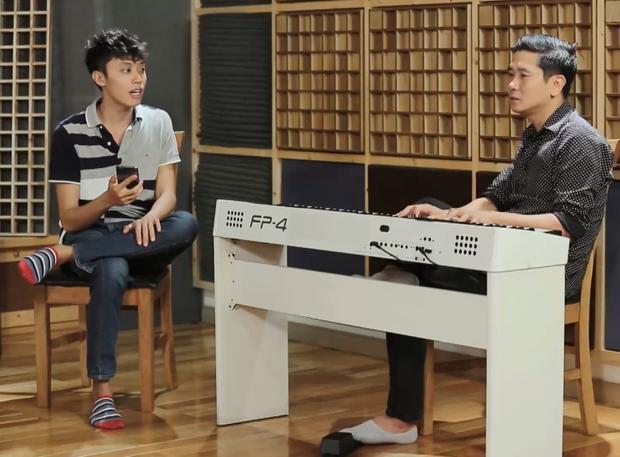 HLV Hồ Hoài Anh cho rằng cách hát của Quốc Huy khiến đoạn ngân nga giống nhạc Mông Cổ nhiều hơn giai điệu Việt Nam.