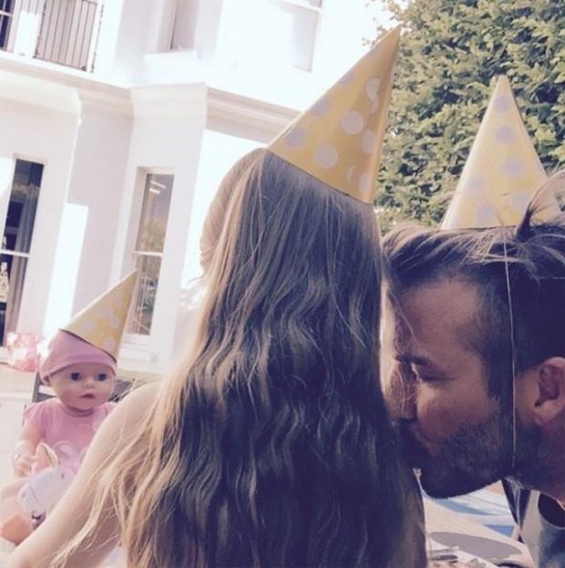 Beckham luôn là ông bố dịu dàng và yêu chiều Harper hết mực.
