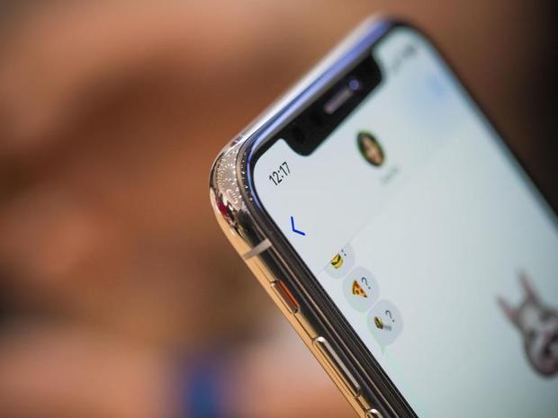 iPhone X có viền thép không gỉ.