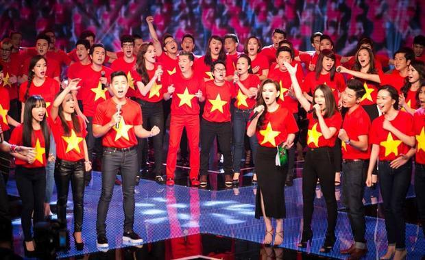 Đông đảo nghệ sĩ Việt đã cùng đồng lòng cất lên những giai điệu tràn đầy tình yêu đất nước.