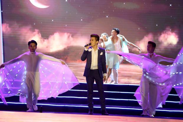 Quốc Thiên với Mùa hẹn biển của nhạc sĩ Tùng vinh.