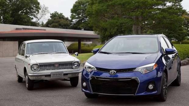 """1. Toyota Corolla: Xuất xưởng vào năm 1966, đến năm 1974, dòng xe Toyota Corolla đã trở thành dòng xe bán chạy nhất trên thế giới. Khi chạm đến cột mốc 40 triệu xe, Toyota cho biết nó """"bay ra khỏi đại lý"""" nhanh đến mức nhà sản xuất này không thể xác định xem ai là người sở hữu chiếc xe đặc biệt này hay nó được bán ở đâu. Đến nay, doanh số toàn cầu của Toyota Corolla đã chạm mốc 43 triệu xe."""