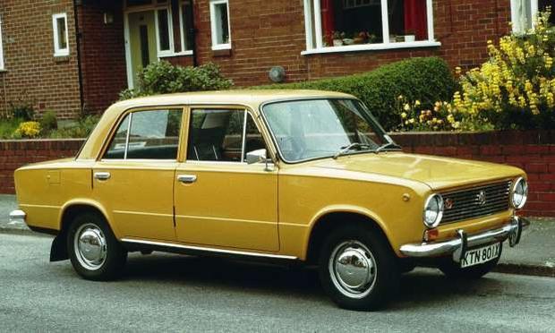 5. Lada Riva: Lada Riva, còn được biết đến với một số tên gọi như Lada Nova hay AutoVAZ VAZ-2101, là mẫu xe được giới thiệu từ năm 1980. Tuy nhiên, nó được phát triển dựa trên chiếc Fiat 124 đã ra mắt từ năm 1966. Lada Riva cũng được doanh số bán ra nhiều triệu xe và xếp ở vị trí số 5 trong danh sách này.