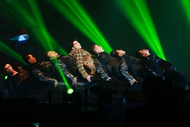 """Bài hát với những vũ đạo hút mắt từng được Noo lần đầu trình diễn tại đêm nhạc """"khủng"""" Hong Kong vừa qua."""