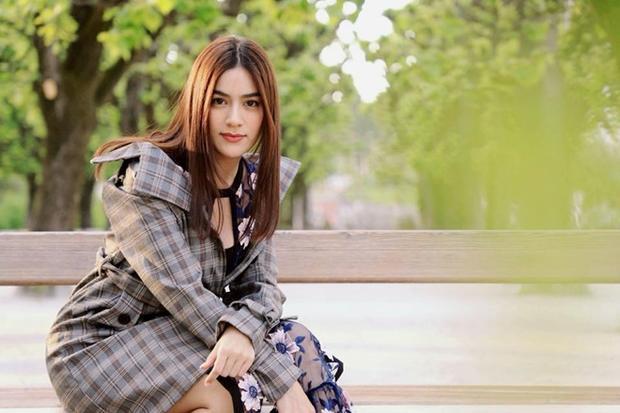 Nữ diễn viên có lịch trình chụp ảnh gần 7 ngày tại nước ngoài.