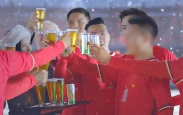 Quang Hải quảng cáo bia.