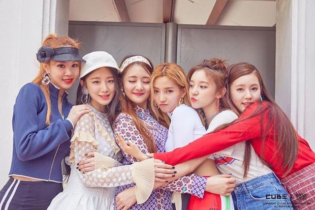 Ngày 2/5, tân binh nhà CUBE sẽ chính thức ra mắt các fan. I-DLE với 6 cô gái xinh đẹp và tài năng đang là tiêu điểm của nhiều người.