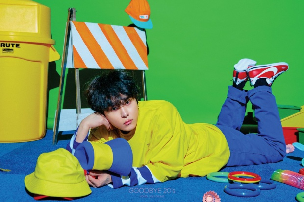 Chàng rapper Junhyung của HIGHLIGHT cho ra mắt full album solo đầu tay mang tên Goodbye 20's vào ngày 9/5.