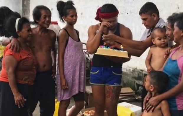 Chân dung Thánh catwalk Sinon Loresca: Đã có chồng, từng sống ở núi rác Philippines vì bị chính gia đình kỳ thị