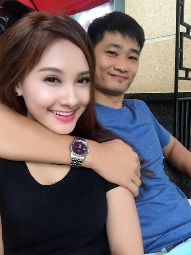 Phản ứng của bạn đời khi sao Việt vấp phải scandal tình ái