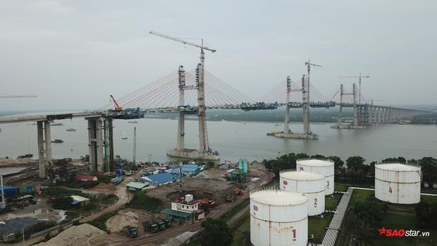 Cây cầu văng dây dài nhất Việt Nam nối 3 trung tâm kinh tế lớn của khu vực Bắc Bộ là Hà Nội - Hải Phòng - Quảng Ninh đã chính thức hợp long vào ngày 28/4 vừa qua.