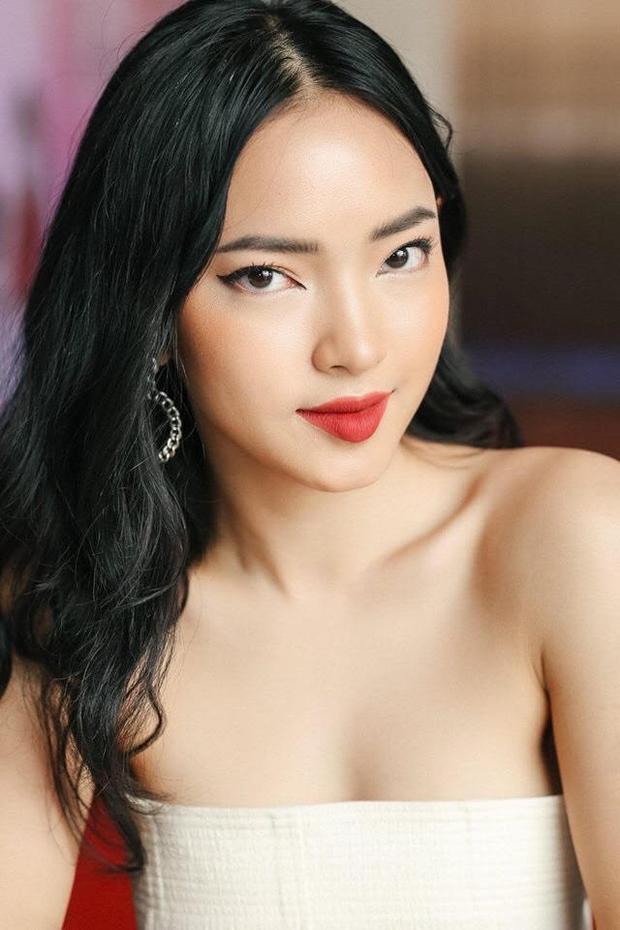 Tuy nhiên có một điều đặc biệt là cho dù có đuổi theo bao nhiêu trào lưu thời trang đi chăng nữa, Châu Bùi vẫn giữ mái tóc đen truyền thống đúng chuẩn con gái Việt.