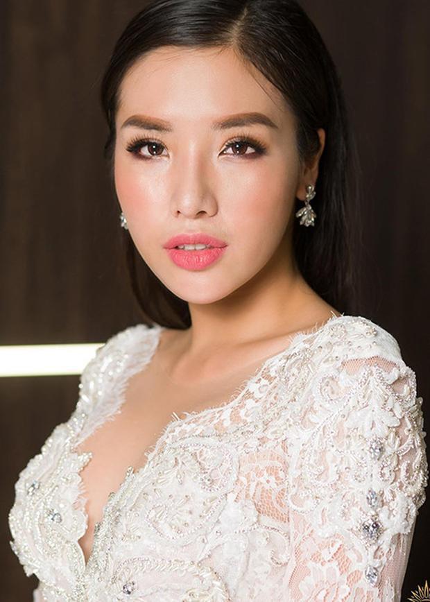 """Theo đó top 25 Hoa hậu Siêu quốc gia nhận được số phiếu bình chọn cao nhất nên cô chính thức góp mặt vào top 64 """"Hoa hậu của các Hoa hậu""""."""