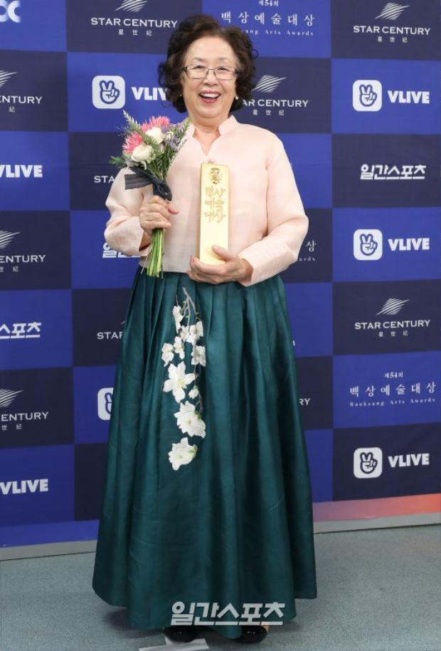 Nữ diễn viên chính xuất sắc nhất:Na Moon Hee
