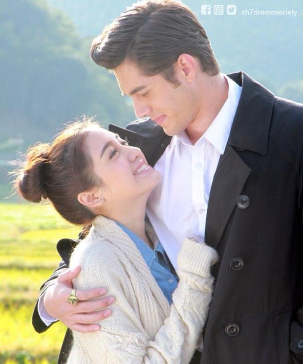 Cặp đôi chính trong phim Daniel - Fah Say do Mick Thongraya và Pimmy Pimprapa đảm nhiệm.