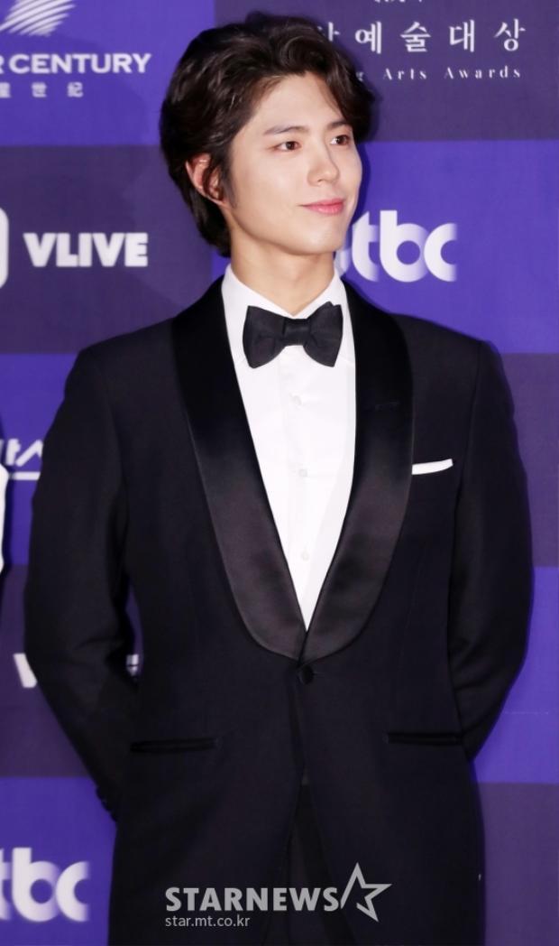 """""""Thế tử"""" Park Bo Gum điển trai cùng nụ cười ấm áp."""