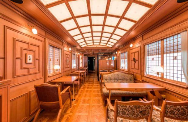 Gỗ được sử dụng để thiết kế toàn bộ đồ nội thất trên tàu đều là gỗ tếch, gỗ của cây óc chó, gỗ thích.
