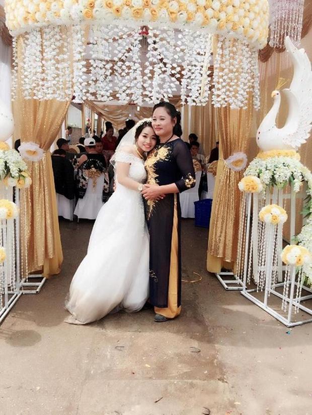 Lan Hương và mẹ chồng trong ngày cưới.