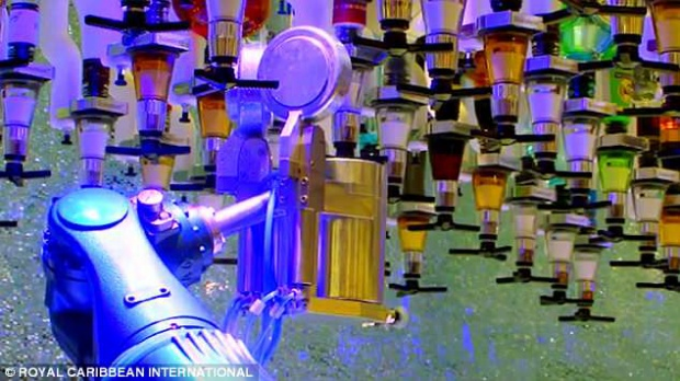 Robot có thể pha chế 2 ly cocktail mỗi phút và 1000 ly cocktail mỗi ngày. Ảnh: Royal Caribbean International