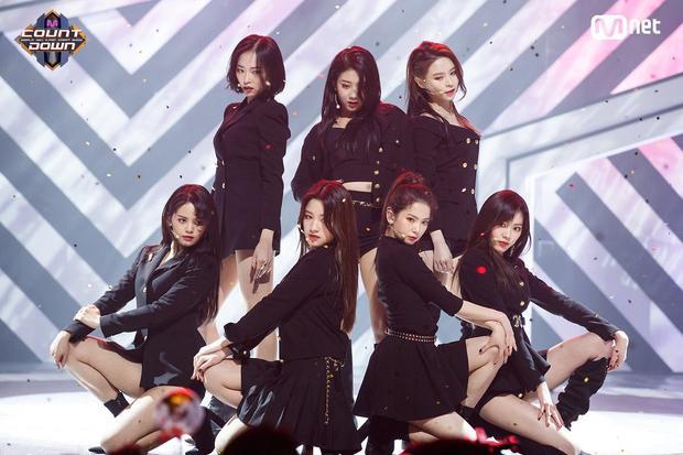 """… và CLC là đàn em cùng công ty với HyunA - CUBE Entertainment. Một màn kết hợp """"chị em"""" sẽ thật đáng để mong chờ."""
